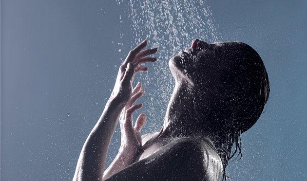 Няколко полезни факта за топлия и студения душ